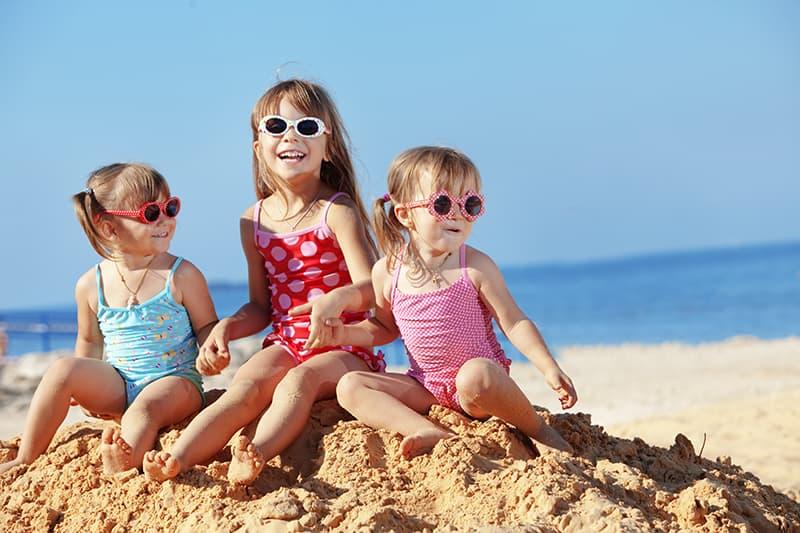 Детските очи – нуждаят се от специални грижи през лятото